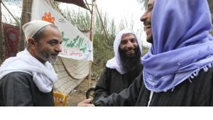 Nado Abo El-Nada, center, candidate of the Salafist al-Nour party during the election campaign (photo: Reuters)