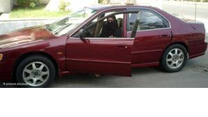 A Saudi woman sitting behind the steering wheel of a car (photo: dpa)