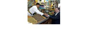 Gerhard Schröder during his visit of the Old Town in Sanaa, Yemen (photo: AP)