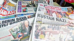 An array of Turkish print media (photo: Thomas Seibert/DW)