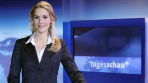 The anchor woman, Judith Rakers, presenting the German news bulletin, ''Tagesschau'' (photo: dpa/Sebastian Widmann)