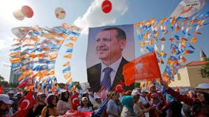 Supporters of Turkey's Prime Minister Recep Tayyip Erdogan watch a rally organised by the ruling Justice and Development Party in Ankara, 15 June 2013 (Photo: Reuters)