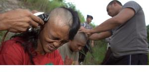 Police officers shave the heads of punks, Indonesia, 14 December 2011 (photo: EPA/HOTLI SIMANJUNTAK)