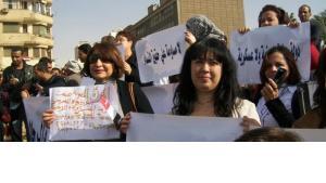 Women demonstrating in Cairo in February 2012 (photo: Ahmed Abo Elqasem/DW)