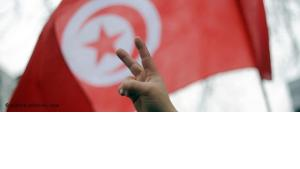 Tunisian flag and victory sign (photo: dpa)