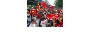 Turkish soccer fans in Berlin celebrate their team's victory at the World Cup quartelfinal match in Japan, June 2002