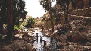 Israelis visit Wadi Qelt during the 2011 Jewish Passover holiday (photo: Oded Balilty/AP/dapd)
