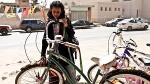 The Saudian girl Wadjda in Haifa al-Mansur's movie 'Wadjda' (photo: Razor Film)