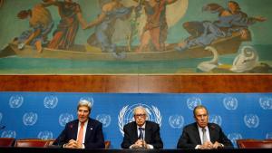 Beratungen zu Syrien in Genf: US-Außenminister John Kerry (l.) neben dem UN-Gesandten Lakhdar Brahimi (m.) und Russlands Außenminister Sergej Lawrow; Foto: Reuters