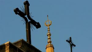 A minaret of the Mohammed al-Amin Mosque and two crosses on top of the Maronite St George Cathedral are seen in downtown Beirut, Lebanon, Sunday, Sept. 17, 2006 (photo: AP)