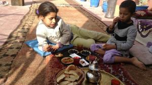 Street children in the restaurant Sésame Garden in Marrakesch (photo: Astrid Kaminski)