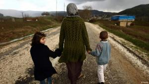 A Syrian refugee mother with her two children (photo: Reuters)