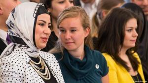 Junge Frauen auf der Deutschen Islam-Konferenz in Berlin 2013; Foto: picture-alliances/dpa