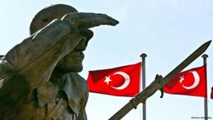 Memorial for the unknown soldier in Ankara, Turkish flags in the background (photo: Tarik Tinazay/dpa)