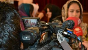 A woman wearing a headscarf standing in front of a camera (photo: DW)