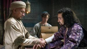 """Still from the film """"The Physician"""" in which the Shah (played by Oliver Martinez, right) is treated by Avicenna (played by Ben Kingsley, left) (source: UFA Cinema GmbH)"""