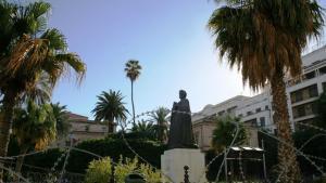 The statue of Ibn Khaldun on the grounds of Ez-Zitouna university (photo: Carolyn Wißing)