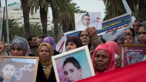 Relatives of the victims of the revolution demonstrating in Tunis (photo: Sarah Mersch)