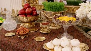 """A Persian """"Haft Sin"""" table featuring seven foods and objects all beginning with the letter """"s"""" (photo: Imago/UPI Photo)"""