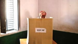 A Muslim man, who was displaced by deadly religious strife last year, casts his vote in the general election inside a polling station in Parla village in the Muzaffarnagar district in the northern Indian state of Uttar Pradesh, 10 April 2014 (photo: Reuters)