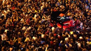 German pianist Davide Martello is surrounded by anti-government protesters as he performs in Istanbul's Taksim Square on 13 June 2013 (photo: Reuters)
