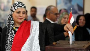 An Egyptian woman draped in the Egyptian flag casts her vote (photo: AFP/Getty Images)
