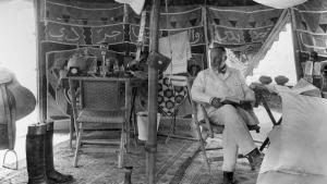 Max von Oppenheim in his tent in Djebelet el-Beda, Syria, 1929 (photo: Max Freiherr von Oppenheim-Stiftung)