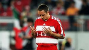 Franck Ribéry during prayer. Photo by larsbaron bongarts getty images.jpg