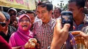 Indonesian presidential candidate Joko Widodo meets the people. Photo: Getty Images