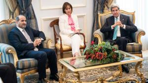 Syrian opposition leader Ahmad al-Jarba (left) and US Secretary of State John Kerry in Saudi Arabia (photo: Reuters)
