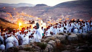 Samaritan pilgrims on Mount Garizim (photo: samaritans-museum.com)
