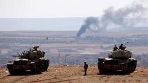 Turkish tanks on a hill overlooking the Syrian city of Kobani, which is under siege from Islamic State (photo: Reuters/Umit Bektas)