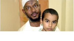 Sami Al Hajj and his son Mohammed in 2008, after Al Hajj's release (photo: dpa)