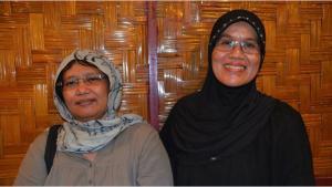Indonesian women's rights activists Azriana Rambe Manalu (right) and Samsidar (photo: Christina Schott)