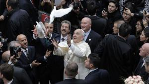 Pope Francis releases a white dove outside the Cathedral of the Holy Spirit in Istanbul, 29 November 2014 (photo: AFP/Getty Images/G. Ozturk)