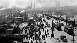 Galata Bridge, Istanbul, 1954 (photo: © Ara Güler)