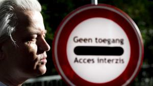 """Geert Wilders in front of a sign that says """"Access forbidden"""" (photo: picture-alliance/dpa)"""