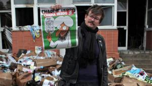 "An editor from ""Charlie Hebdo"" outside the magazine's offices following the arson attack (photo: picture-alliance)"
