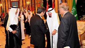 Saudi Arabia's former king, Abdullah, and former Iranian President, Ahmadinejad, at a Gulf Co-operation Council summit (photo: Reuters)