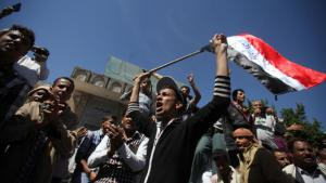 Protests against Houthi militias in Taiz (Photo: Reuters/Mohamed al-Sayaghi)