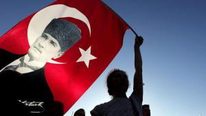 A supporter waving a Turkish flag bearing the image of Ataturk (photo: dpa)