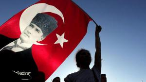 A supporter waving a Turkish flag bearing the image of Ataturk (photo: dpa)