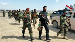 Soldiers from the Iraqi army and Shia volunteer fighters prepare for the offensive to take back Tikrit from the jihadis of IS (photo: Reuters/Thaier Al-Sudani)