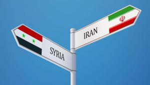 Signpost pointing in opposite directions, towards Iran and towards Syria (photo: Fotolia/xstock)
