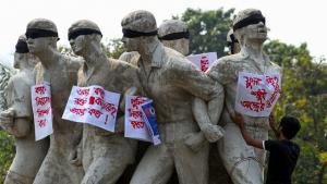 Protest in Dhaka, Bangladesh, denouncing the brutal murder of blogger Avijit Roy on 26 February 2015 (photo: DW)