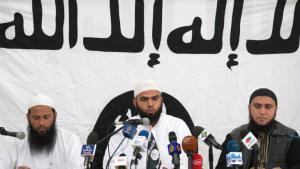 Members of the Tunisian Islamist group Ansar al-Sharia (photo: picture-alliance/AP)