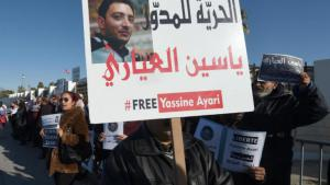 Protests in Tunis against the trial of blogger Yassine Ayari in a military court (photo: AFP/Fethi Belaid)