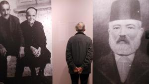 """A man visits the exhibition """"Speaking to one another"""", a collection of personal memories of the past in Turkey and Armenia (photo: DW)"""