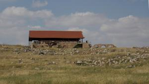 A view of the ancient synagogue, which was later turned into a mosque, from the road leading to Khirbet Susiya (photo: Ylenia Gostoli)