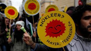 """""""Nuclear power? No thanks!"""" Anti-nuclear demonstrators in Istanbul (photo: Reuters)"""